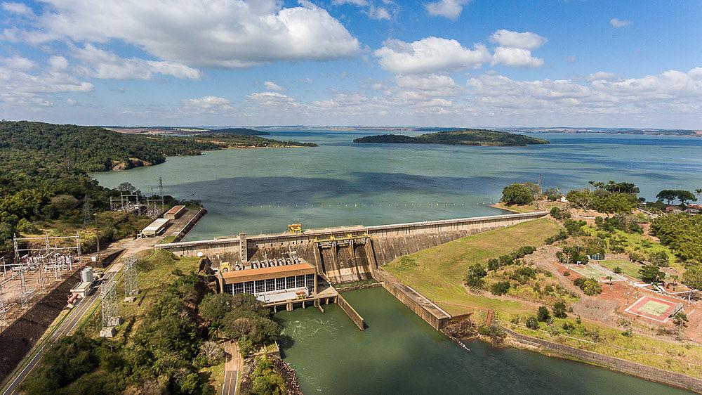 CTG Brasil Criada em 2013, a CTG Brasil é parte da China Three Gorges Corporation, uma das líderes globais em energia limpa. Com investimentos em 17 usinas hidrelétricas e 11 parques eólicos, o portfólio da CTG Brasil hoje tem uma capacidade total instalada de 8,28 GW.  Segunda maior geradora privada de energia do país, a CTG Brasil conta com a dedicação de seus talentos locais e está comprometida em contribuir com matriz energética brasileira, pautada pela responsabilidade social e respeito ao meio ambiente.